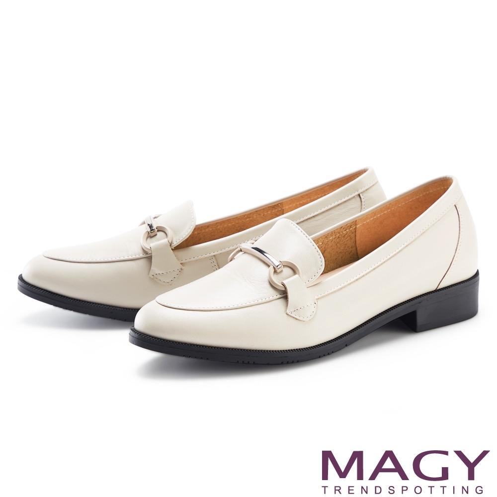MAGY 復古金屬飾條真皮低跟 女 樂福鞋 米白