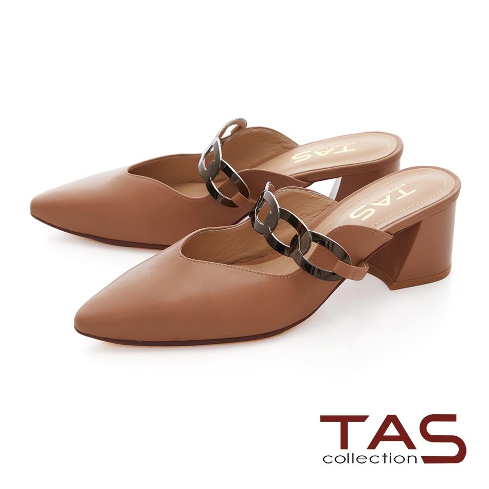 TAS一字金屬鍊環飾釦後鏤空跟鞋-質感卡其