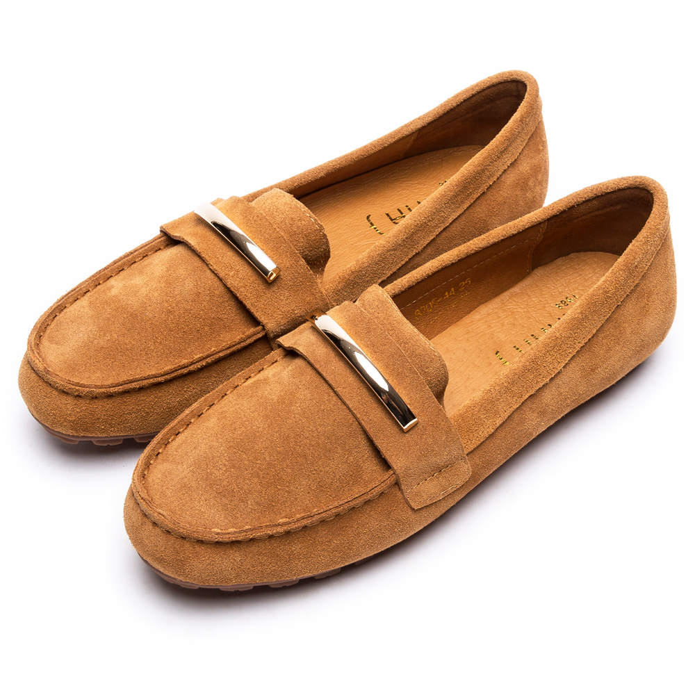 DIANA 奢侈品味—金屬飾釦牛几皮平底休閒鞋-棕