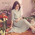 東京著衣-yoco 氣質女伶小V領開扣鬆緊腰長洋裝-S.M.L(共二色)