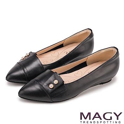 MAGY 低調時尚 特殊造型剪裁百搭尖頭平底鞋-黑色