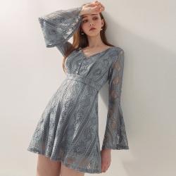 AIR SPACE V領蕾絲喇叭袖短洋裝(藍灰)
