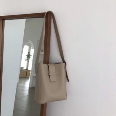 CHARMII CHIC chic風復古純色水桶包子母包