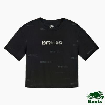 Roots女裝-旅程印記系列 滿版經緯度印花寬短版短袖T恤-黑