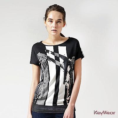 KeyWear奇威名品    時尚藝術條紋下擺金蔥修飾上衣-黑色
