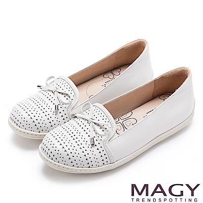 MAGY 經典甜美舒適 皮革洞洞休閒平底鞋-白色