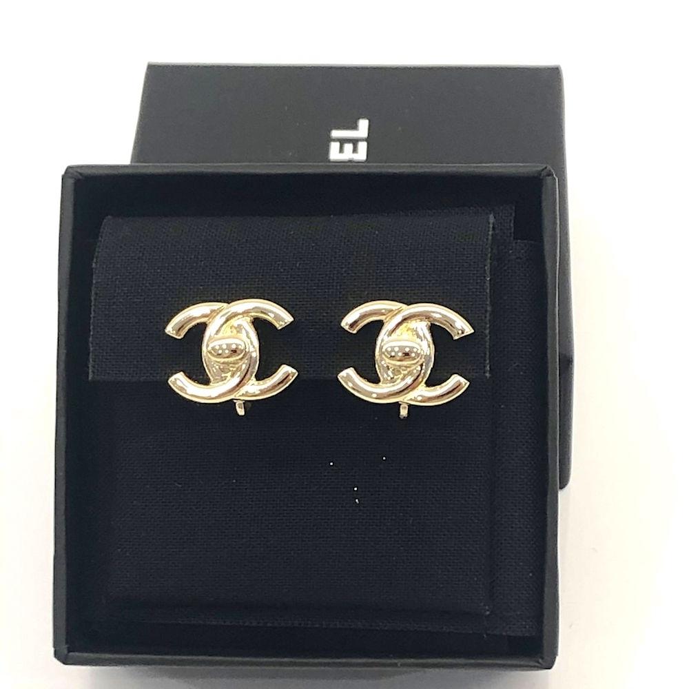 CHANEL 經典雙C LOGO香檳金書包扣夾式耳環