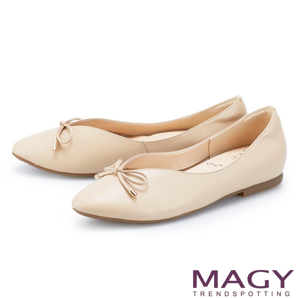 MAGY V型剪裁真皮 女 平底鞋 杏色