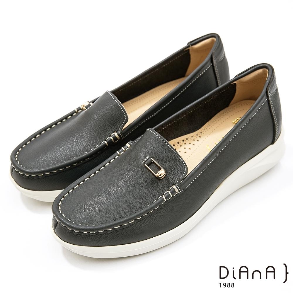 DIANA 4公分-質感牛皮簡約小方釦莫卡辛休閒鞋-漫步雲端焦糖美人-深藍色