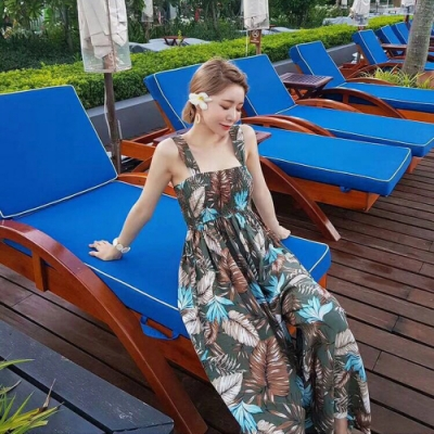 La Bellez滿版熱帶島國扶桑花樹葉印花胸圍摺皺鬆緊連身吊帶闊腿褲(大地綠)
