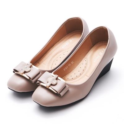 A one   方頭十字鑽飾蝴蝶結坡跟楔型跟鞋-豆沙色