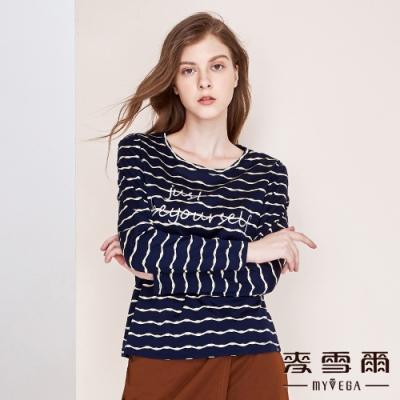 【麥雪爾】波浪橫條字母刺繡上衣