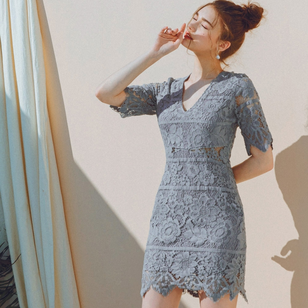 AIR SPACE 蕾絲V領透膚包臀洋裝(灰藍)