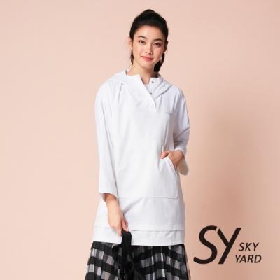【SKY YARD 天空花園】繡花排釦式長版連帽T恤-白色