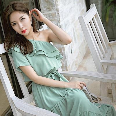 斜肩荷葉領設計純色綁帶層次裙襬長洋裝-OB大尺碼