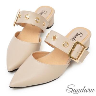 山打努SANDARU-MIT金屬釦寬帶尖頭低跟穆勒鞋-卡其