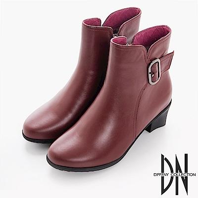 DN 都會女子 質感牛皮側邊飾扣跟靴-酒紅