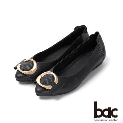 bac愛趣首爾 - 亮眼色尖頭大飾釦平底鞋-黑