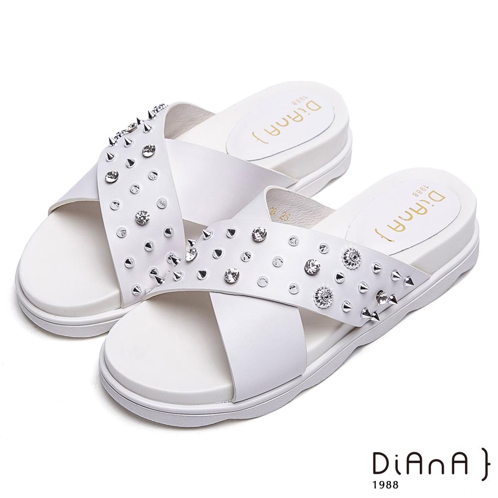 DIANA交叉寬皮革鉚釘鑽飾真皮拖鞋-個性龐克-白