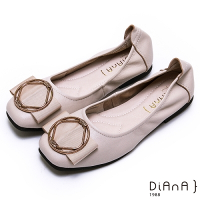 DIANA 真皮金屬幾何圓環方頭娃娃鞋-簡約商務-米白