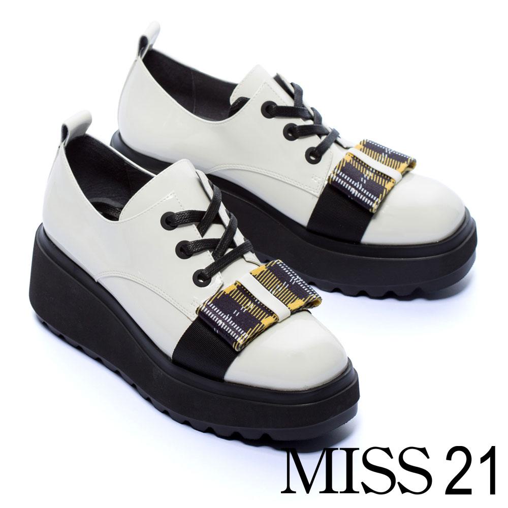 厚底鞋 MISS 21 復古學院風經典格紋蝴蝶結綁帶漆皮厚底鞋-白