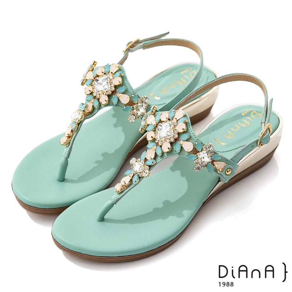 DIANA 3.7cm 質感羊紋超纖X水鑽花朵寶石楔型T字夾腳涼鞋-異國風情-綠
