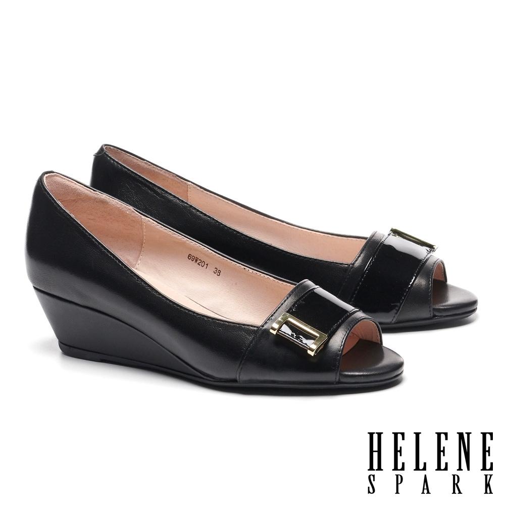 低跟鞋 HELENE SPARK 高雅時尚金屬釦魚口楔型低跟鞋-黑