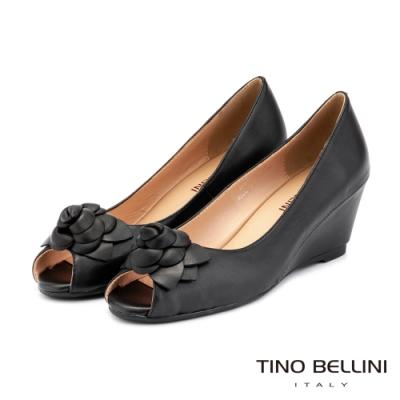 Tino Bellini立體皮革花飾全真皮魚口楔型鞋_黑