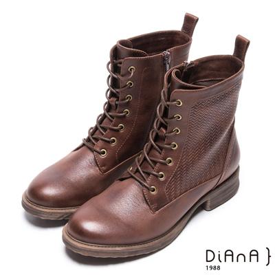 DIANA 率性玩味–簡約風潮壓紋綁帶短靴 –棕