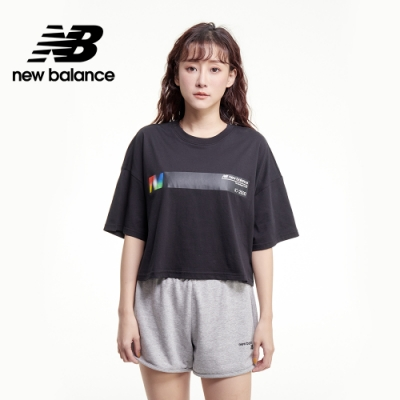 【New Balance】OPTIC 胸前橫槓短版Tee_女性_黑色_AWT03525BK
