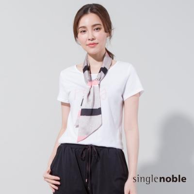 獨身貴族 優雅女伶條紋領巾短袖T恤(1色)