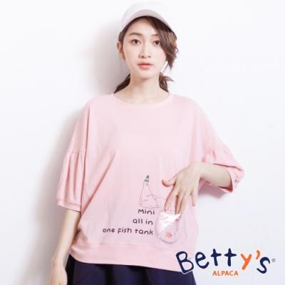 betty's貝蒂思 英文印花甜美五分袖上衣(淺粉)