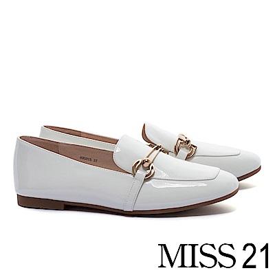 低跟鞋 MISS 21 現代摩登飾釦方頭樂福低跟鞋-白