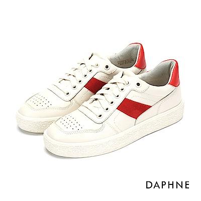 達芙妮DAPHNE 休閒鞋-拼接綁帶圓孔字母印花平底休閒鞋-白