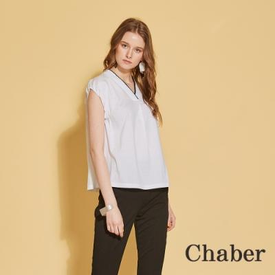 Chaber巧帛 簡約百搭V領滾黑邊拼接造型上衣-沁白