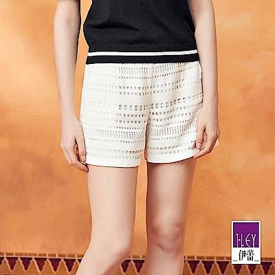 ILEY伊蕾 縷空幾何蕾絲造型短褲(黑/白)