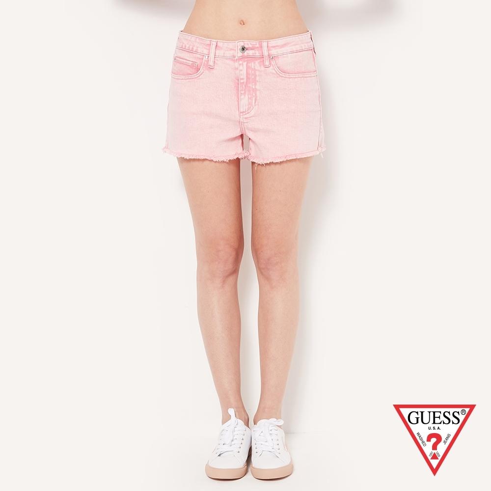 GUESS-女裝-刷舊修身不修邊牛仔短褲-粉