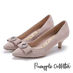 Pineapple Outfitter 典雅女伶 蝴蝶結鑽釦尖頭中跟鞋-絨淺棕