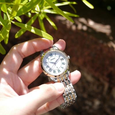SEIKO 精工 LUKIA 太陽能 鑽石 日期 不鏽鋼手錶-銀白x鍍香檳金/34mm