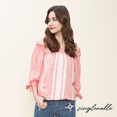 singlenoble 盛夏氛圍布蕾絲一字領設計上衣(2色)