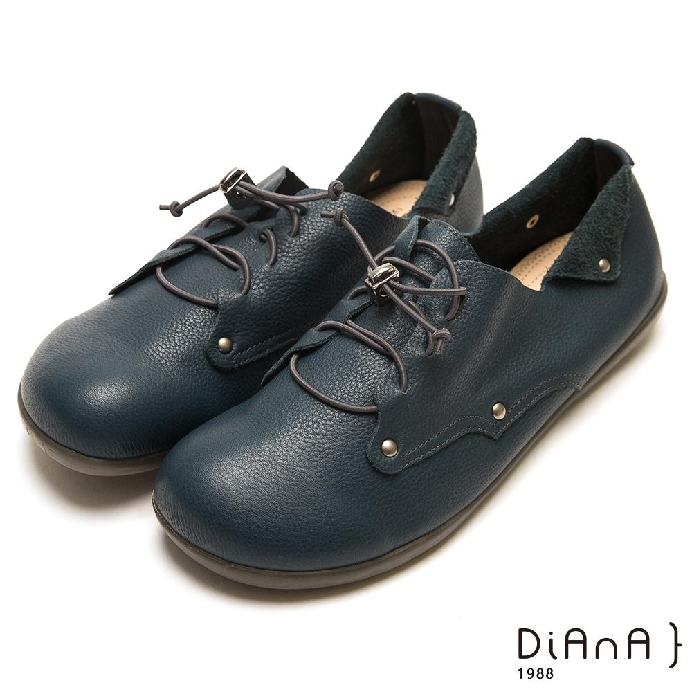DIANA 質感軟牛皮光澤鉚釘方頭舒適懶人平底鞋-漫步雲端超厚切焦糖美人-深藍