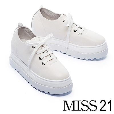 休閒鞋 MISS 21 極簡純色細緻摔紋全真皮內增高厚底休閒鞋-米白