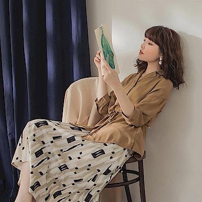 純色襯衫領附綁帶涼爽排釦七分袖上衣-OB大尺碼