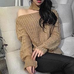 La Belleza露鎖骨套頸領露單肩斜肩麻花針織毛衣