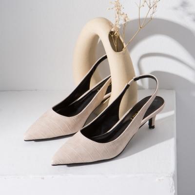 Grace gift-尖頭後空繫帶低跟鞋 白壓紋