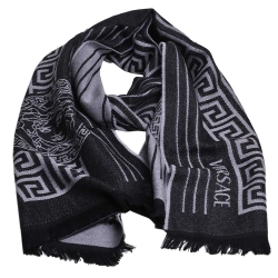VERSACE 凡賽斯梅杜莎直紋圖騰品牌字母LOGO義大利製設計羊毛披肩圍巾(黑/灰)