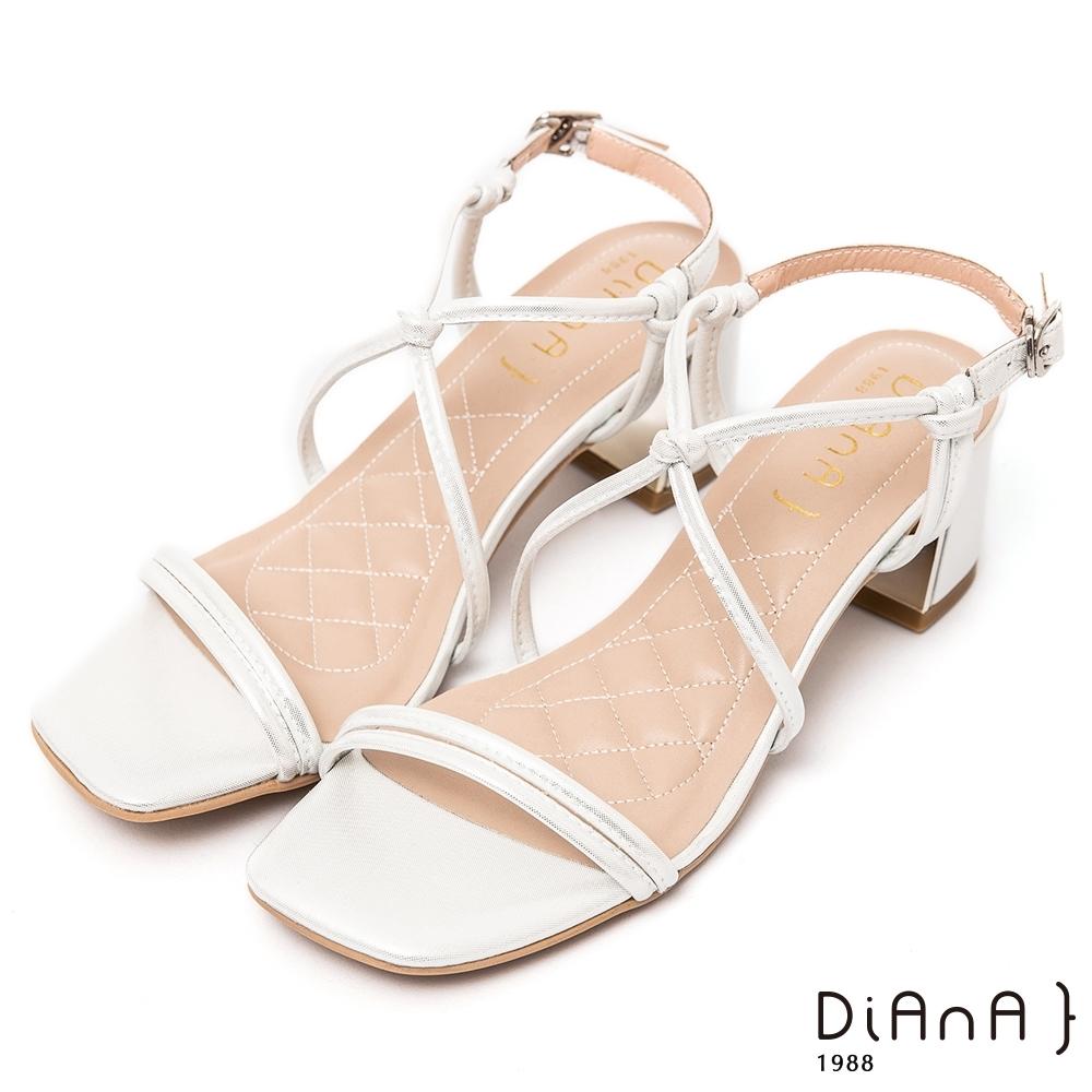 DIANA俐落時尚6公分方頭S勾繫帶粗跟涼鞋-性感魅力–銀白
