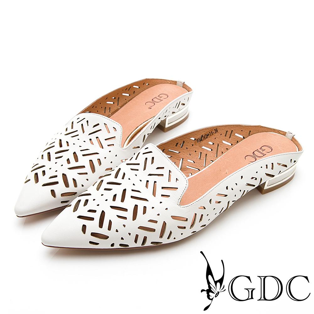 GDC-真皮歐美質感簍空雕刻尖頭舒適半拖-白色