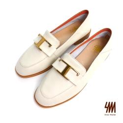 SM-帥氣復古系列-英倫小牛皮反摺大T金屬扣樂福鞋-米白色(兩色)