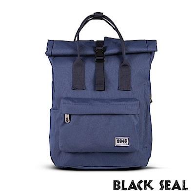 福利品 BLACK SEAL 聯名8848系列- 捲蓋式多隔層休閒後背包- 深藍